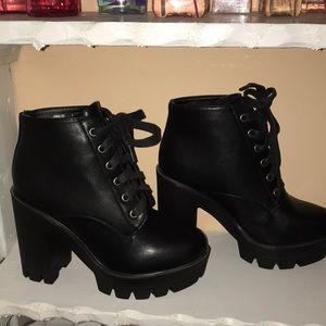 Tie up black booties